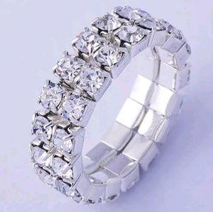 Jewelry - 💗💗HP💗💗GORGEOUS RHINESTONE STRETCH RING NEW